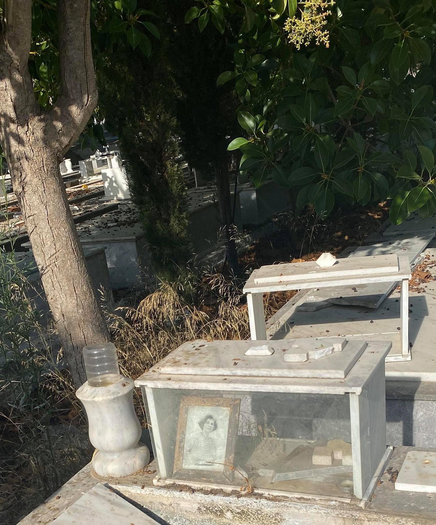Τάφος Λιλής Ζωγράφου