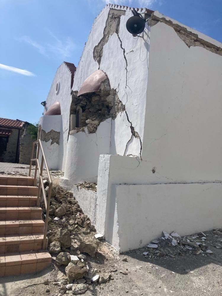 Destruction after the quake