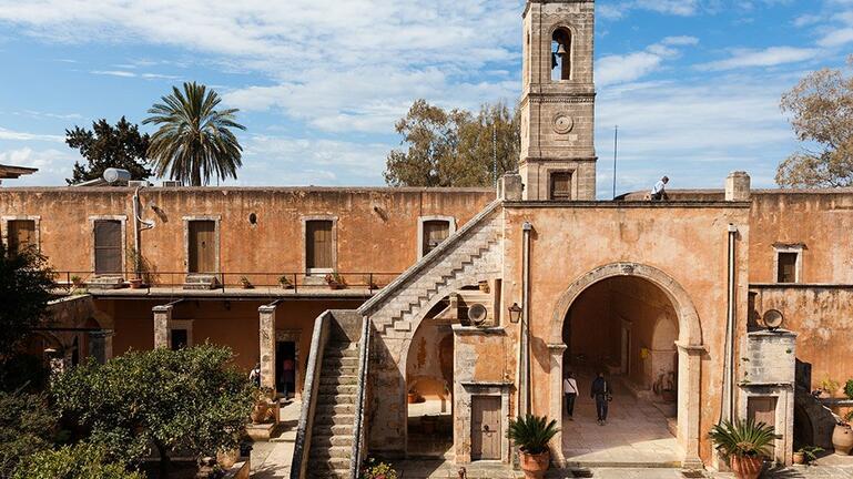 Λ. Μενδώνη και Στ. Αρναουτάκης υπογράφουν για την προστασία της Ιστορικής Μονής Αγίας Τριάδας Τσαγκαρόλων
