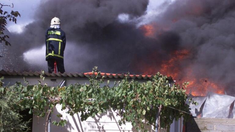 Φωτιά σε κατοικημένη περιοχή - Κινδυνεύουν σπίτια