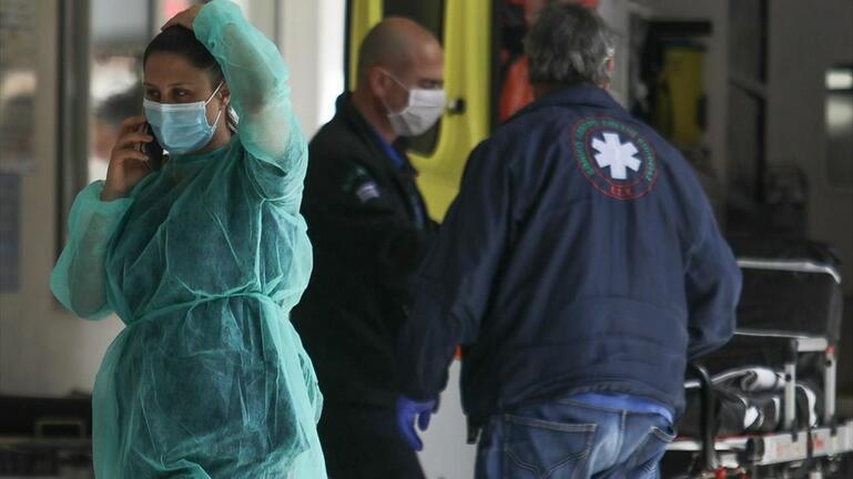 Μεταφορά επτά ατόμων σε ξενοδοχείο καραντίνας στη Χερσόνησο