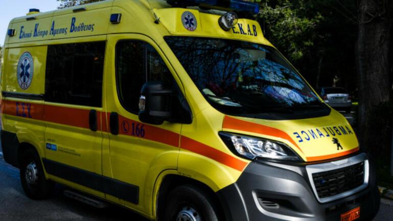 Φρικτό ατύχημα: Άνδρας συνεθλίβη από φορτηγό και στύλο της ΔΕΗ!