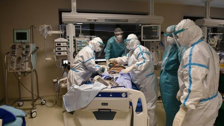 """Αυξάνονται οι διασωληνωμένοι στην Κρήτη - """"Καθαρά"""" δύο νοσοκομεία"""
