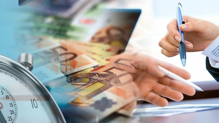 Μπαράζ πληρωμών για συντάξεις, επιδόματα, αποζημιώσεις, πότε μπαίνουν τα λεφτά από ΕΦΚΑ και ΟΑΕΔ